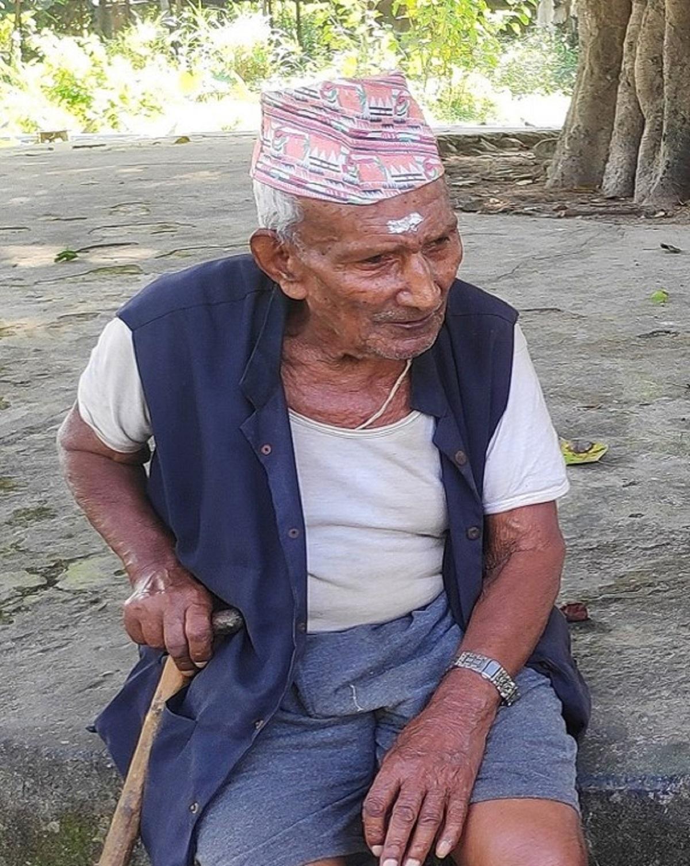 ९७ वर्षीय हजुरबुवाले संचालन गर्दै आएको पसल।